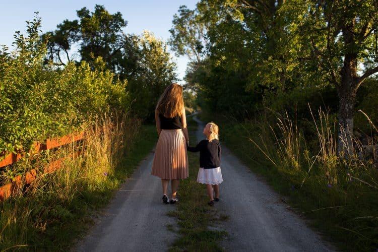 Daughters, Dear Daughters, Servants of Grace, Servants of Grace